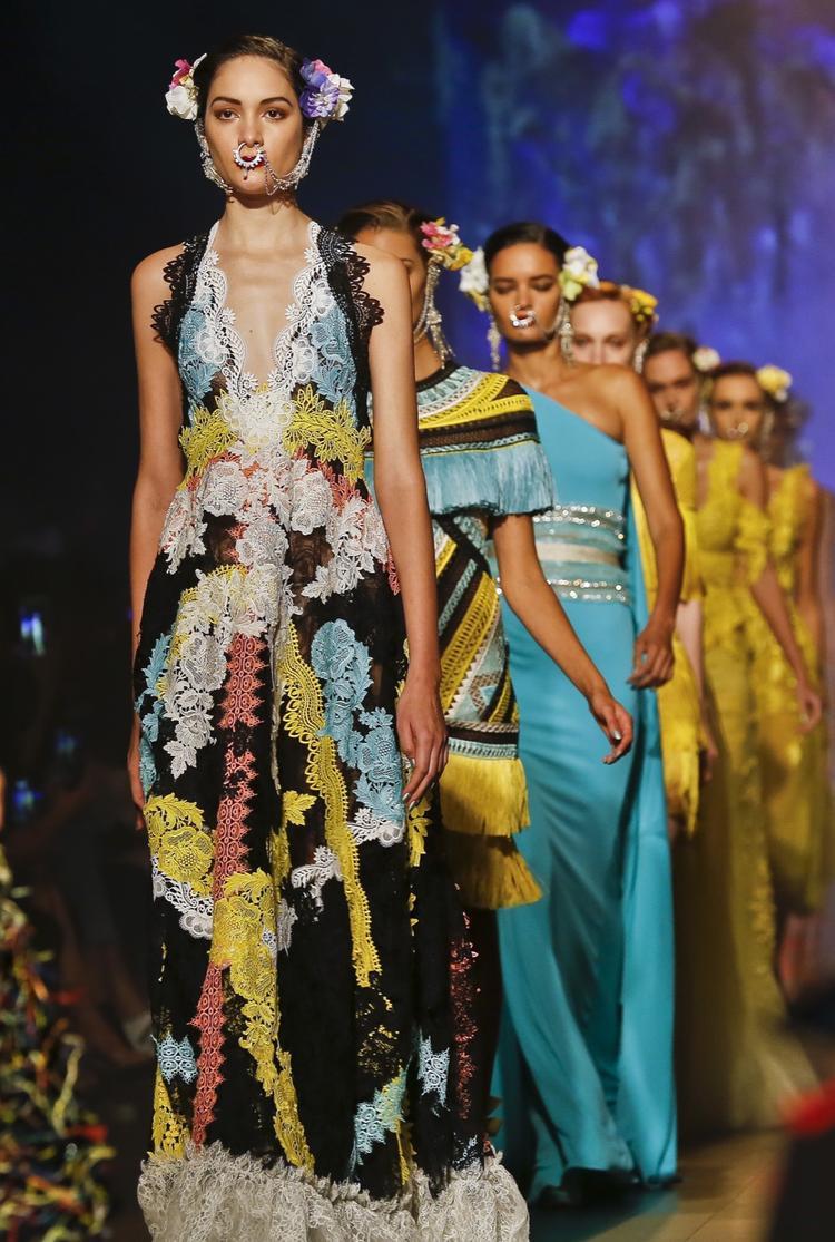 Các mẫu thiết kế từ Naeem Khan collection
