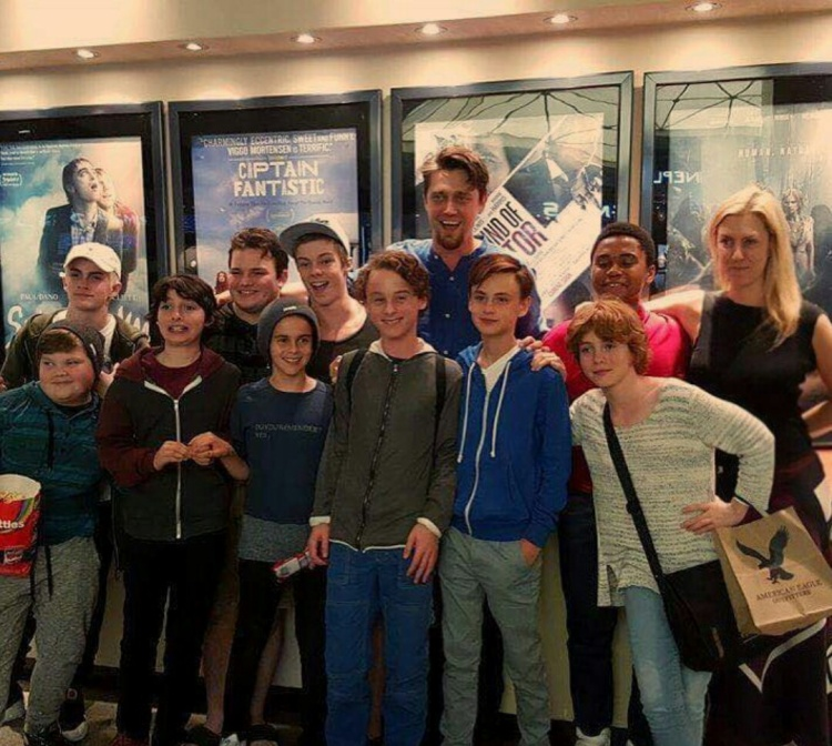 Dàn diễn viên trong phim.