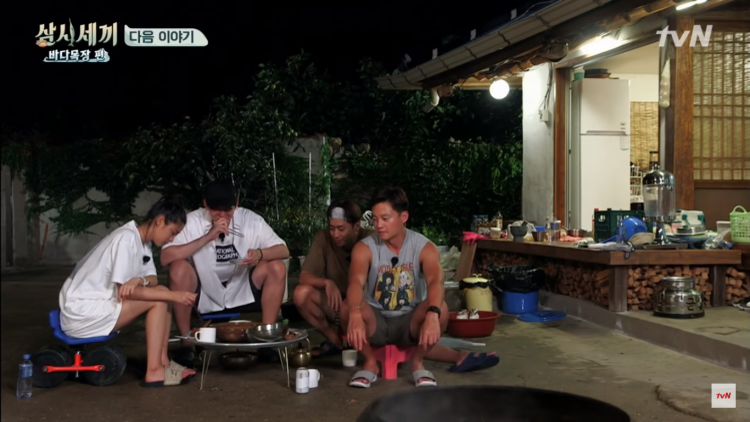 Bữa cơm gia đình thân thiết của các thần tượng hàng đầu Hàn Quốc.