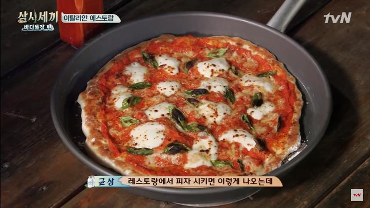 Pizza sánh ngang nhà hàng do chính tay mỹ nam Eric thực hiện.
