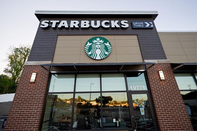 Starbucks là một trong những chuỗi bán lẻ đi đầu trong việc đưa đế sạc không dây vào để phục vụ các chủ nhân của bộ ba iPhone mới.
