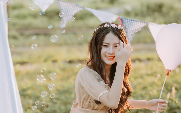 Có ngoài hình cân đối cùng gương mặt như thiên thần, Phương Thảo còn thường xuyên nhận được nhiều lời mời chụp ảnh hay quảng cáo.