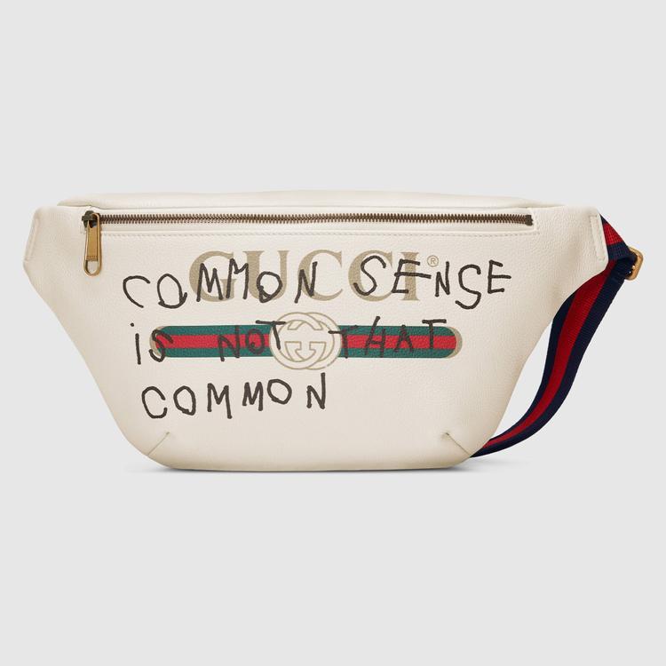"""Cận cảnh chiếc túi Gucci Coco Capitán logo belt bag hàng """"hịn"""" có giá$ 1,250( gần 30 triệu đồng). Nếu để ý thì dòng chữ """"common sense is not that common"""" sẽ được xuất hiện ở các phiên bản của thiết kế này."""
