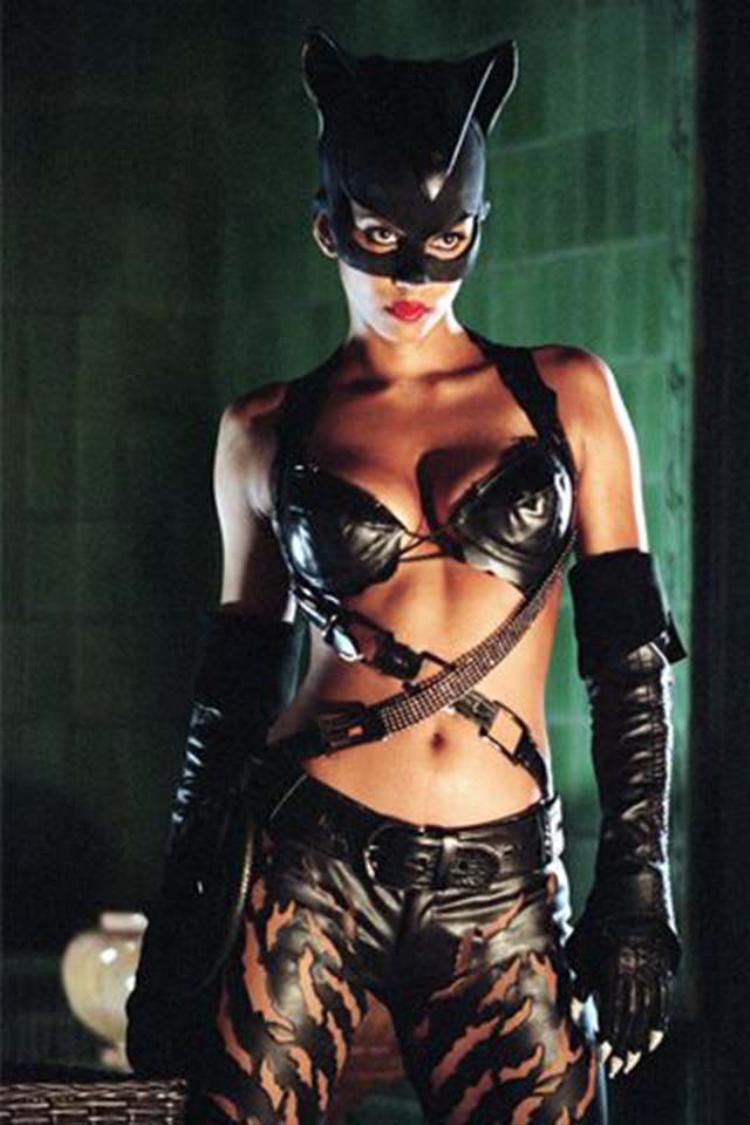 Catwoman với màn khoe hình thể