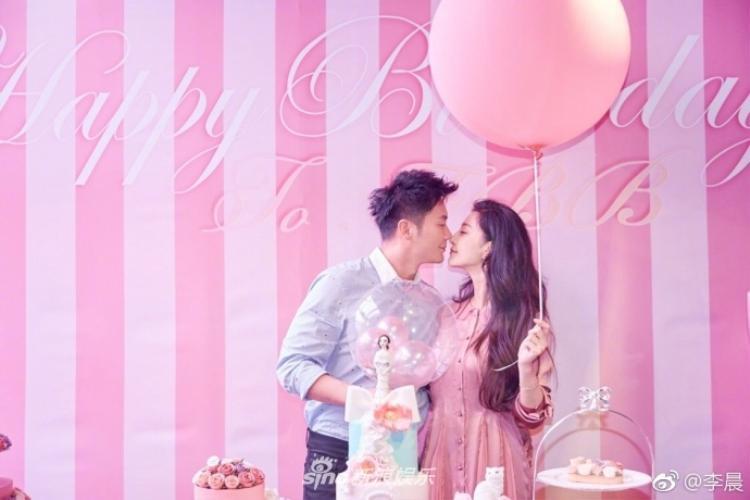 Cặp đôi ngọt ngào trong khung cảnh sinh nhật 36 tuổi ngập sắc hồng của Phạm Băng Băng.