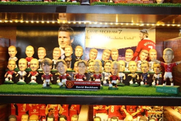Tất nhiên không thể thiếu đó là bộ sưu tập tượng của danh thủ David Beckham.