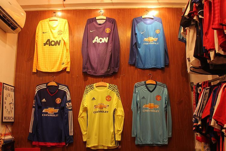 Bộ sưu tập áo thủ môn MU, đây là những chiếc áo rất hiếm do sản xuất ít.