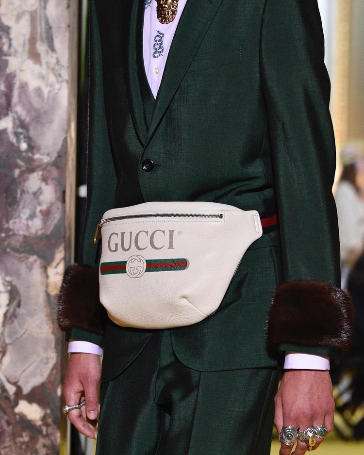 Tưởng rằng đã nâng cấp level đồ hiệu, ai ngờ lại rộ nghi vấn Sơn Tùng dùng túi Gucci fake