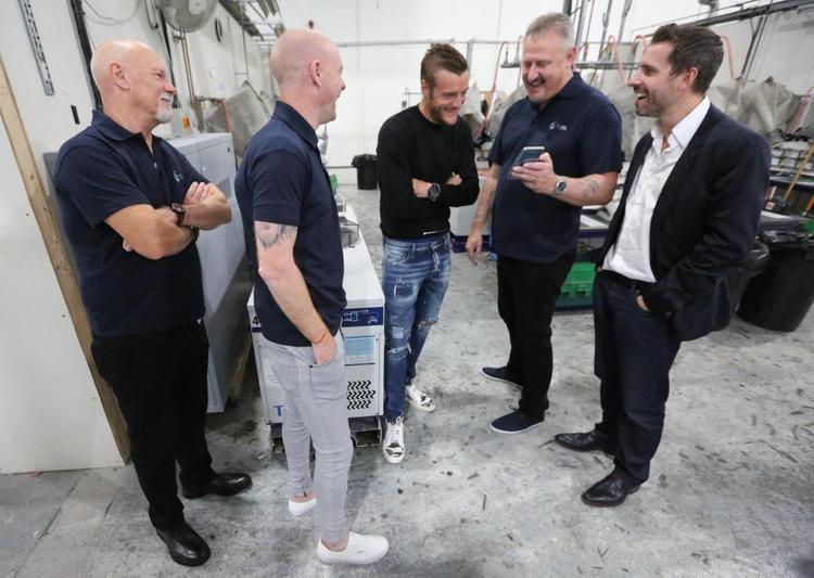 Vardy gặp lại 2 chiến hữu cũ, Mick Brown và Danny Hirst.