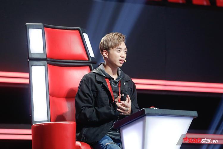"""""""Hy vọng con sẽ chọn đội Soobin vì cái chất mà Soobin có cũng như là con đang có"""", Soobin Hoàng Sơn cố gắng thuyết phục cậu bé."""