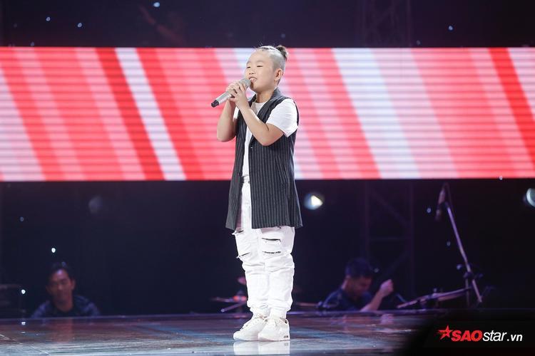 Trần Quốc Thái là một trong những thí sinh ấn tượng nhất tập cuối vòng Giấu mặt The Voice Kids 2017.