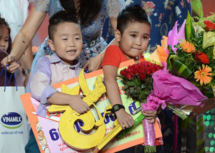 """Hình ảnh cậu bé sún răng ngày nào đã """"trưởng thành"""" hơn khi đứng trên sân khấu Giọng hát Việt nhí""""."""
