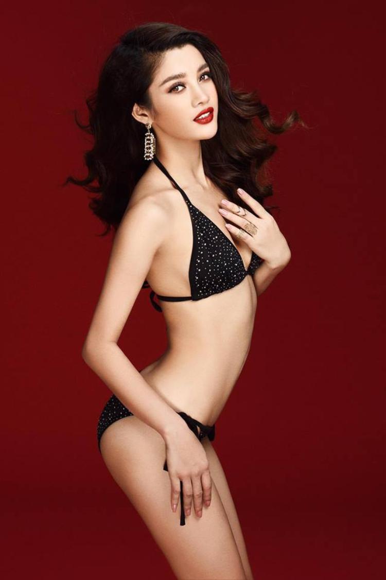 Mỹ Duyên khoe đường cong hút mắt trong trang phục bikini gợi cảm.