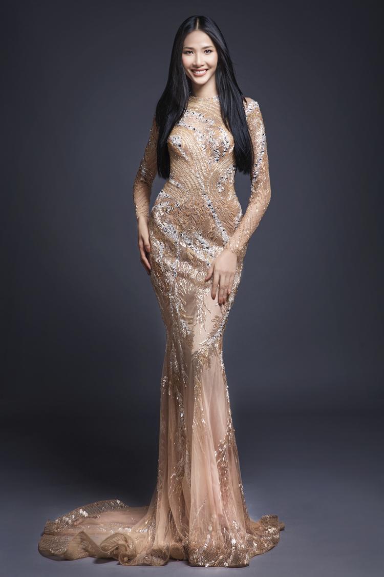 """Được xem là một nhân tố đầy bí ẩn bởi nhan sắc """"lạ"""", Hoàng Thùy đang minh chứng với khán giả rằng cô rất tự tin về vẻ đẹp của mình cùng những kỹ năng cho ngôi vị hoa hậu."""
