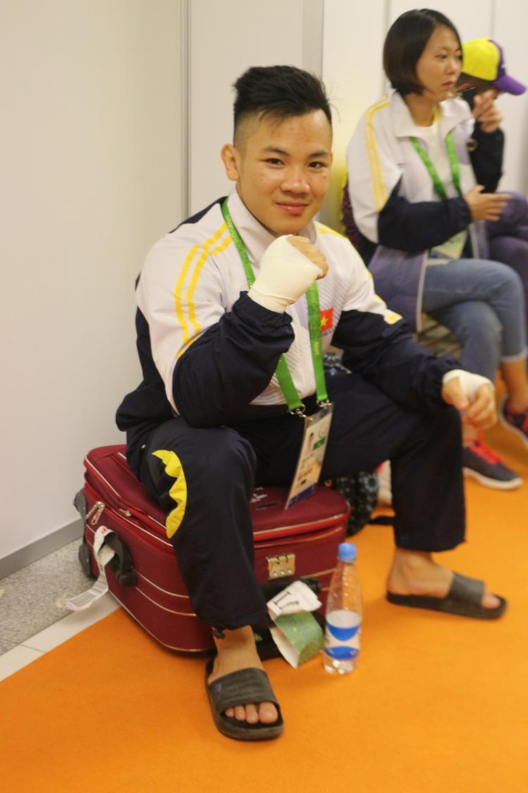 Đào Hồng Sơn bị thương sau trận bán kết.