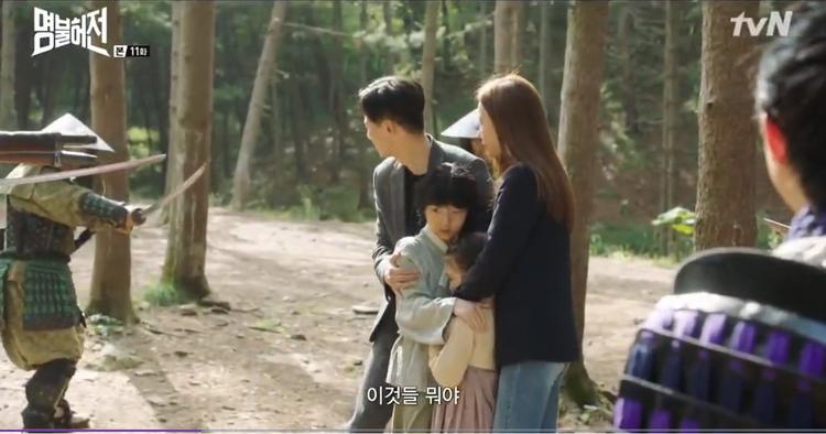 Heo Im và bác sĩ Choi Yeon Kyung bị quân Nhật truy giết.