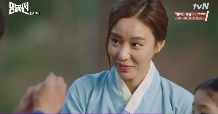 """Bác sĩ Choi Yeon Kyung bật cười và cho rằng mình """"ế"""" cũng vì lý do tương tự như Heo Im."""