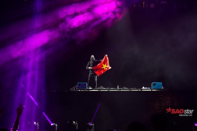 Alan Walker cùng 3 top DJ thế giới thiêu đốt hàng ngàn khán giả thủ đô