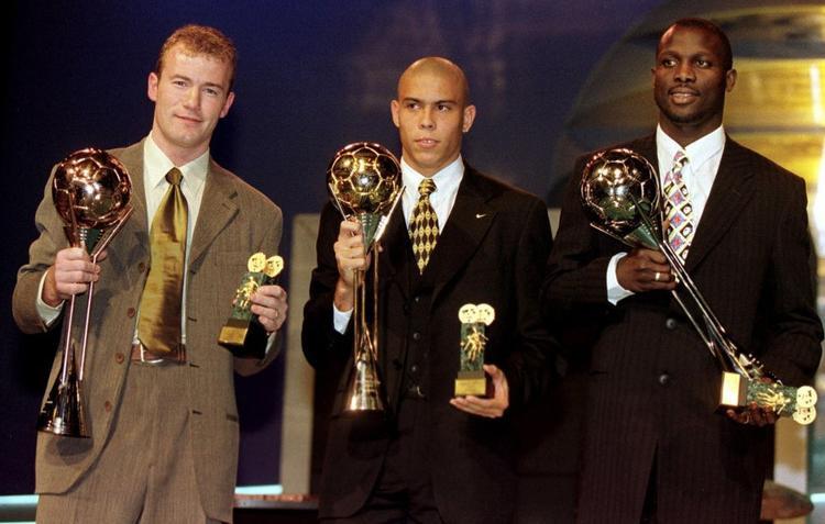 Ronaldo giành danh hiệu cầu thủ xuất sắc nhất thế giới khi mới 19 tuổi, và đến nay vẫn là cầu thủ trẻ nhất thế giới giành được danh hiệu này.