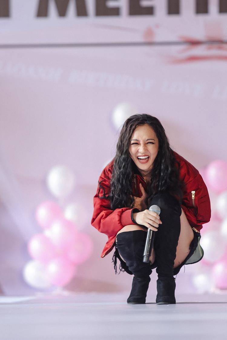 Bảo Anh lập kỷ lục fan meeting ngoài trời lớn nhất Việt Nam với hơn 2000 người hâm mộ tham gia