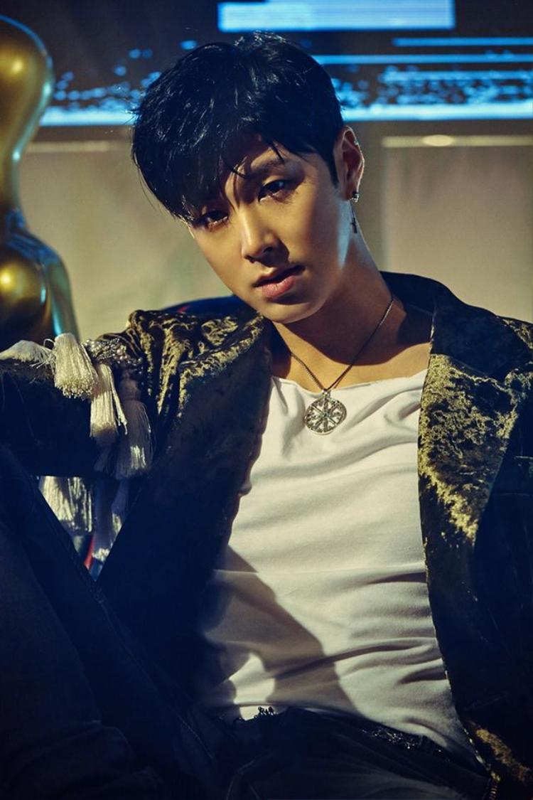 Ca khúc solo Drop của Yunho được biết sẽ lần đầu lên sàn tại SM Town Live (Seoul, Hàn Quốc).