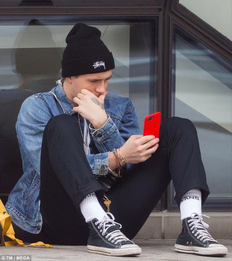 Hình ảnh mới nhất của Brooklyn Beckham tại trường học.