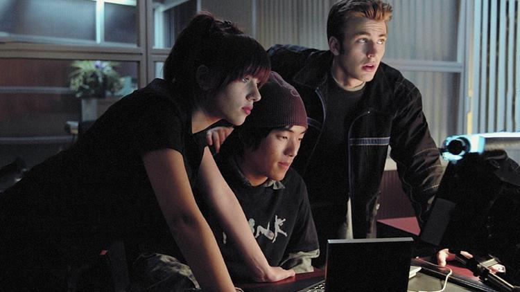 Chris Evans, Scarlett Johansson, và Leonardo Nam.
