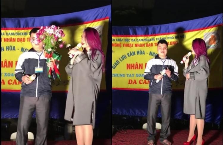 Mỹ Tâm giới thiệu với ca sĩ khiếm thị mình tên là Tâm, đến từ Đà Nẵng và sống ở miền Nam.