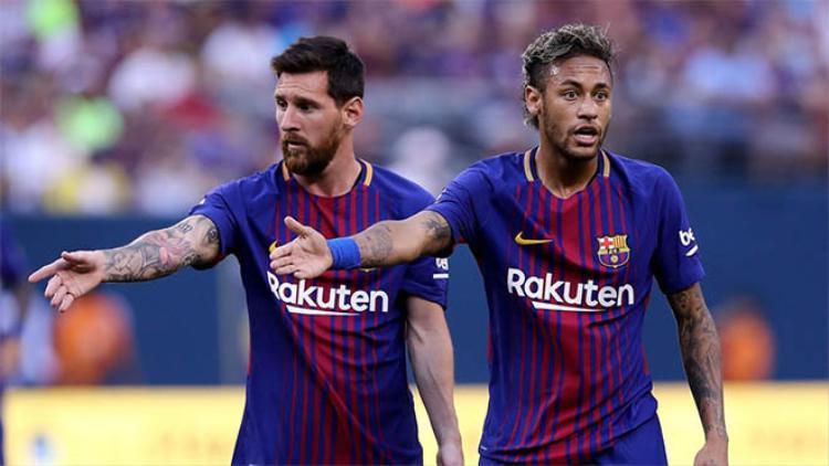 Khi cuộc sống trắc trở, Neymar lại nhớ về 'tri kỷ' Messi.