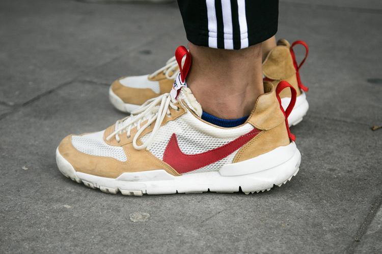 """Tiếp theo không thể không nhắc đến đôi Nike """"quen mặt"""" này, tuy chúng mang kiểu dáng cổ điển vẫn thu hút các fashionita vì độ thông dụng, lẫn cách phối màu cực mê hoặc."""