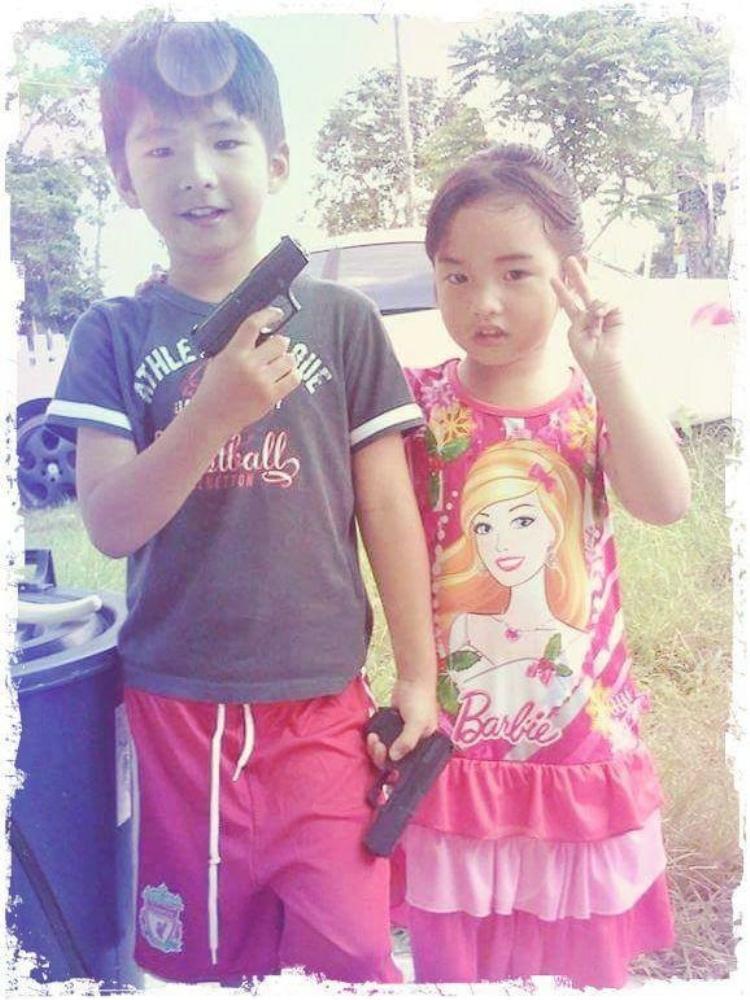 Ikkyu và em gái trước vụ tai nạn.