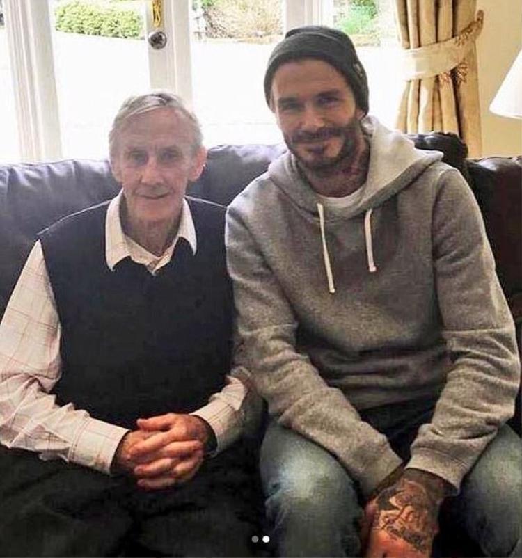 David Beckham chụp riêng với thầy cũ.