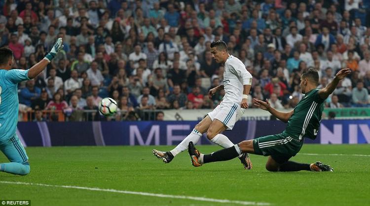 Real Madrid thua sốc trong ngày Ronaldo trở lại
