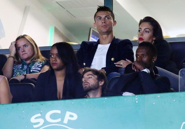 Khoe khéo nhẫn kim cương, Georgina Rodríguez ngầm khẳng định sắp cưới Ronaldo