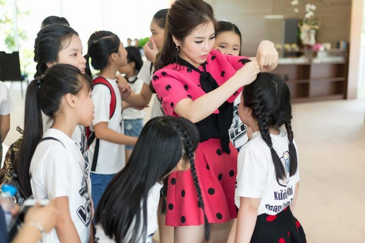 Team Tràm  Tiên mời Thùy Chi làm cố vấn, tích cực tập luyện cho học trò nhí tuyệt chiêu đối đầu