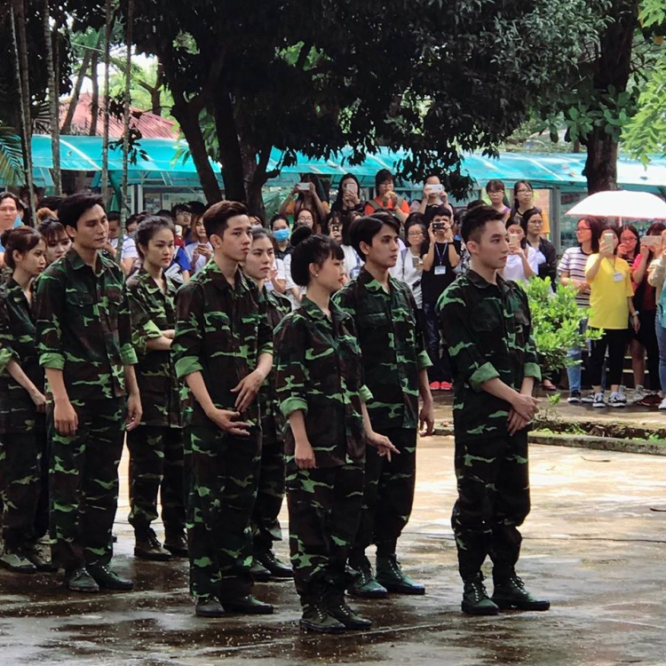 Fan đứng ngồi không yên trước hình ảnh điển trai của Sơn Tùng M-TP trong trang phục quân đội
