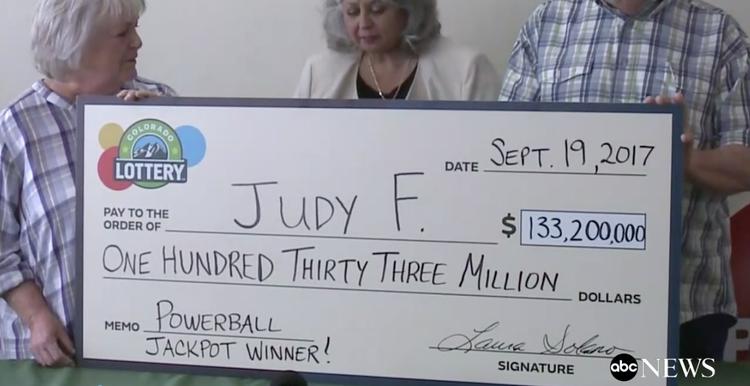 Mỹ: Cụ bà trúng độc đắc 133 triệu đô sau 30 năm đánh duy nhất 1 dãy số.