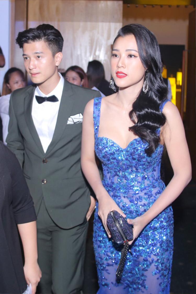 Dù đã chia tay nhưng Huỳnh Anh vẫn quan tâm, tặng quà tình cũ Hoàng Oanh?
