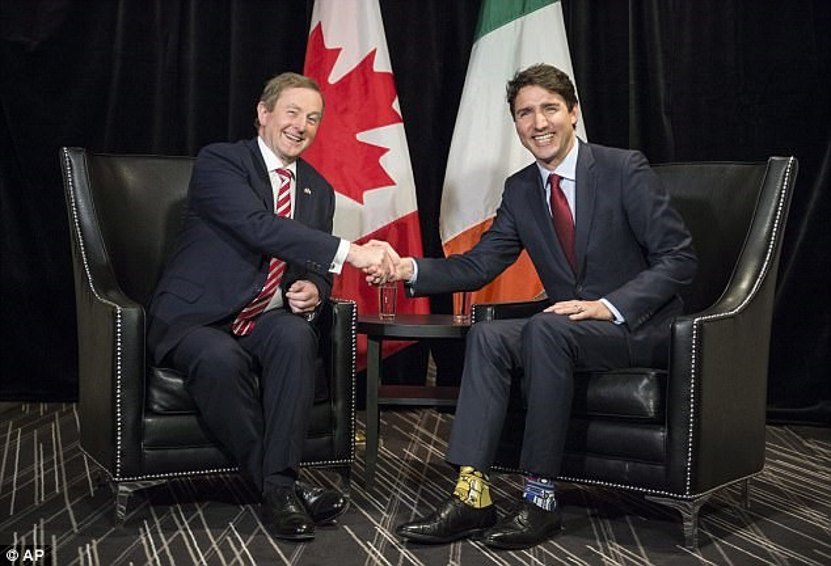 Ai bảo Thủ tướng không được đi tất thời trang?!