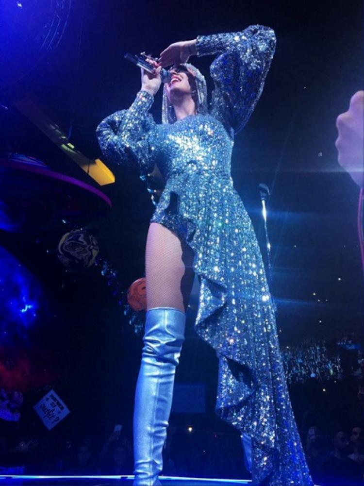 Hình ảnh Katy Perry trong concert Witness.