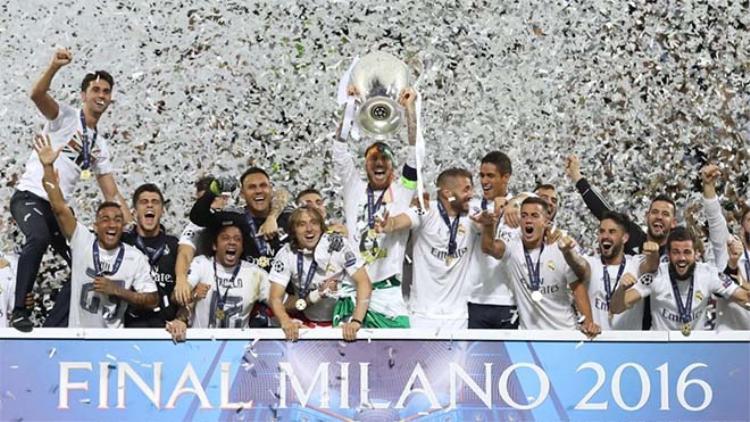 Zidane khởi đầu thành công với ngôi vô địch Champions League.