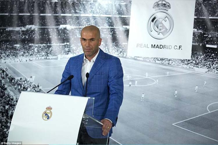 Zidane ngày được bổ nhiệm làm HLV Real Madrid dù chưa có kinh nghiệm.