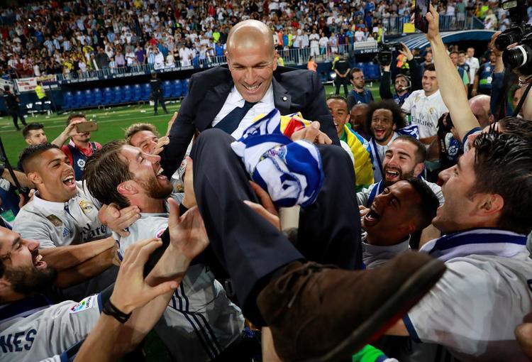 Zidane tiếp tục lập kỳ tích khi Real Madrid trở thành đội đầu tiên bảo vệ được ngôi vô địch Champions League.
