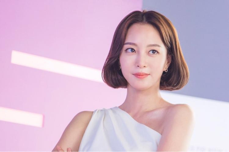 Nữ diễn viên Han Ye Seul cô từng tham gia Birth of a Beauty (Mỹ nữa tái sinh năm 2014) và Madame Antoine (Tiên tri tình yêu năm 2016).