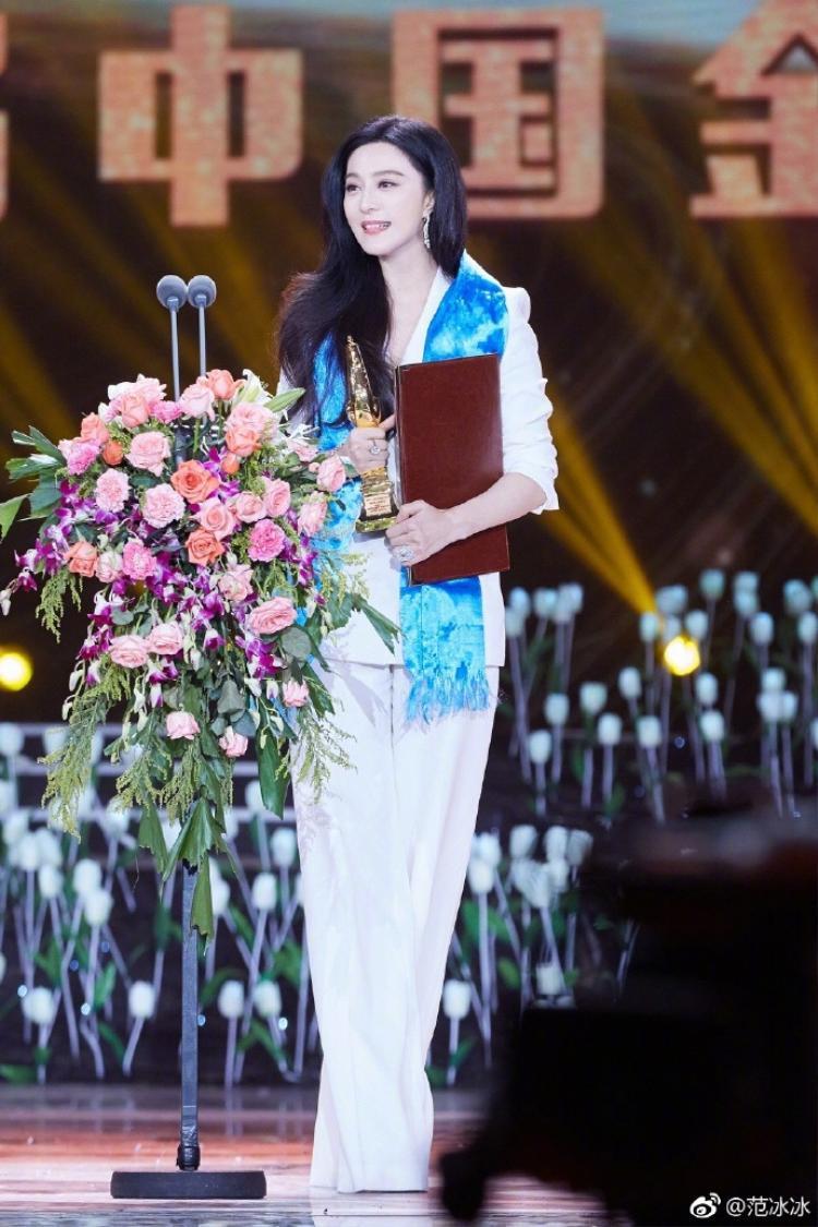 Phạm Băng Băng nhận được giải Ảnh Hậu trong Asian Film Awards.