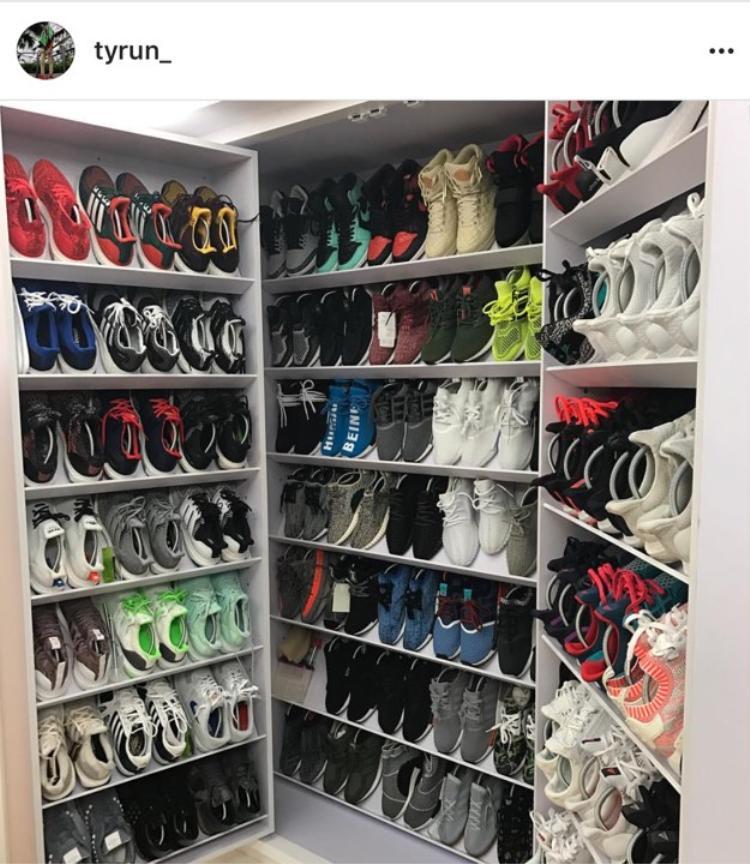 Số lượng giày thì có lẽ gấp ba lần độ tuổi của cậu bé, và có lẽ giá trị của chúng cũng thuộc hàng vài trăm cho đến ngàn đô.