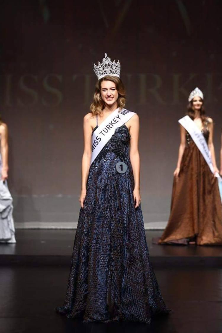 Itir Esen đăng quang Hoa hậu Thổ Nhĩ Kỳ vào tối 21/9.