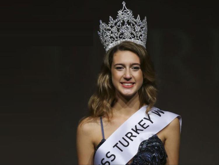 Xúc phạm người thiệt mạng, tân Hoa hậu Thổ Nhĩ Kỳ bị tước vương miện sau 1 ngày đăng quang