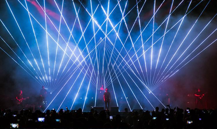 """10.000 khán giả """"cháy"""" hết mình cùng concert của OneRepublic."""