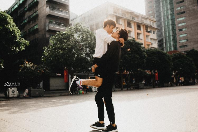 Tan chảy với câu chuyện của Đạt và Hiếu  cặp đôi yêu nhau từ cái nhìn đầu tiên